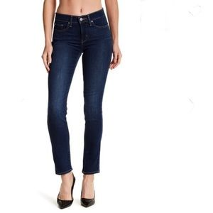 Levi's 312 Shaping Slim Stretchy Jean size 28